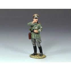 TRW096 Kneeling Officer w Pistol & Carbine