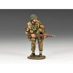 MG037(P) Advancing w Rifle